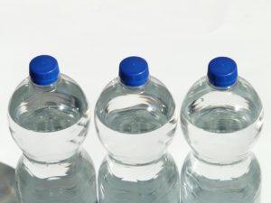 Beste Trinkwasserqualität in Plastikflaschn überall im Haus.