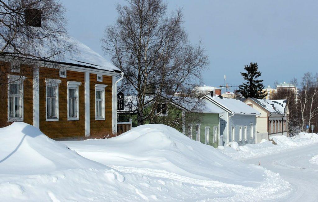 Schnee auf den Dächern bedeutet große Gefahr