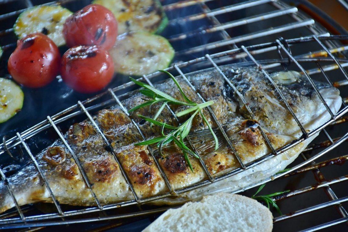 Fisch zubereiten - Darauf solltest Du in der Grillsaison achten
